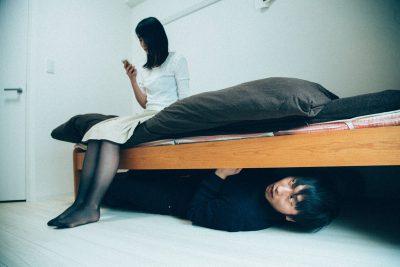 ストーカー ベッド下